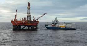 Icebreaker alongside an oil rig in Kara Sea Russia / Image by Arild - AdobeStock