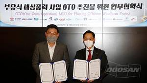 At the signing ceremony held on November 18th at SK E&C's corporate center, Jaehyun Ahn, CEO of SK E&C(left), and Inwon Park, CEO of Doosan Heavy's Plant EPC Business Group pose for a photo.