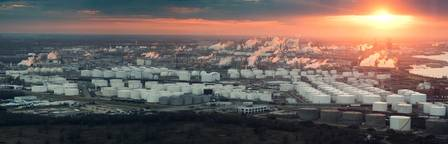 An aerial view of the houston Refining complex (CREDIT: AdobeStock / © Irina K)