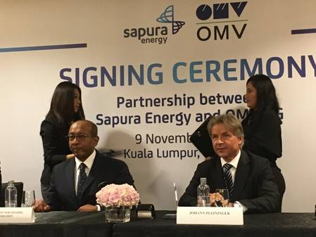 Sapura Energy''s Tan Sri Shahril and OMV''s Johann Pleininger at the November 2019 signing ceremony (Photo: OMV)