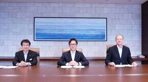 From left: Baba Satoshi, Senior General Manager, Tokyo Gas Co., Ltd.; Masaya Hasegawa, Representative Director of Shizen Energy; and David Povall, Executive Vice President, Development of Northland (Photo: Tokyo Gas)