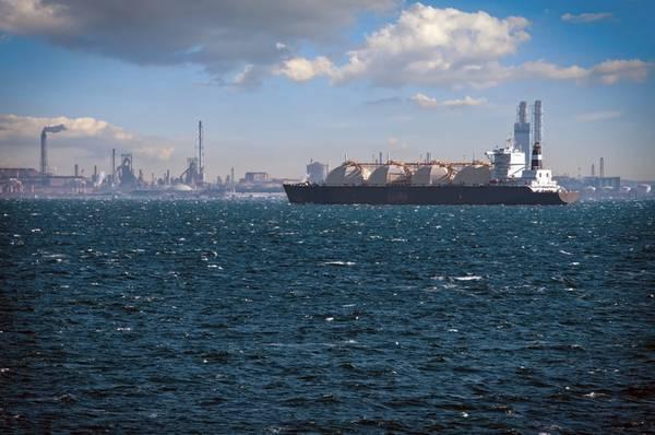 LNG Tanker- Credit:Bill Chizek/AdobeStock