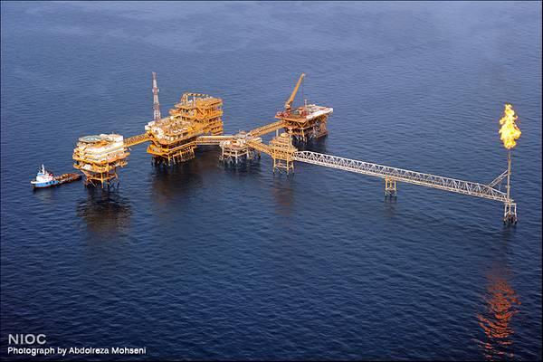 An offshore oil production complex in Iran - Credit: NIOC