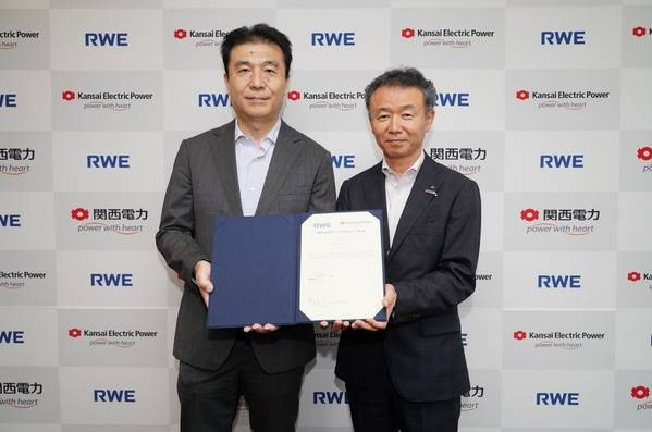 Shinichi Kato, Country Director & President, RWE Renewables Japan G.K. (Left) - Nozomu Mori, Director, Representative Executive Officer, Executive Vice President, Kansai EPCO (Right)