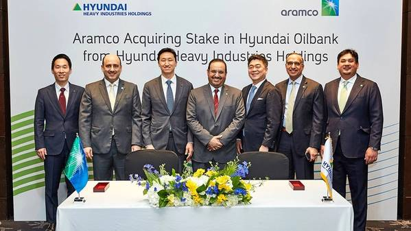 Group photo of Saudi Aramco and HHIH executives and team members after the signing ceremony. Photo:  Saudi Arabian Oil Co.