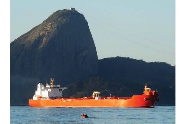 Eagle Parana with Sugar Loaf in the background in Rio de Janeiro. Photo AET Tankers